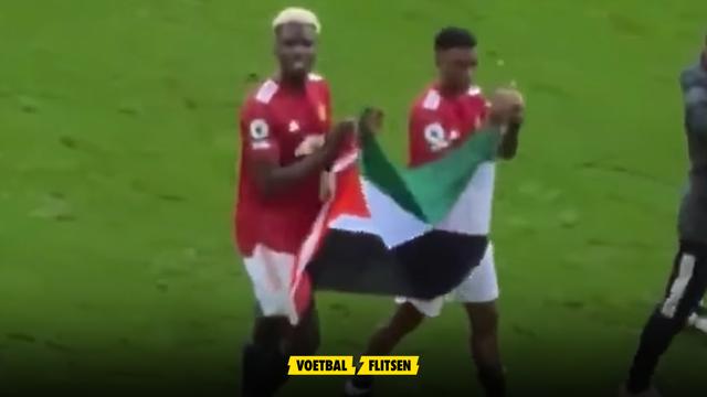 Paul Pogba en Amad Diallo met de Palestijnse vlag over het veld