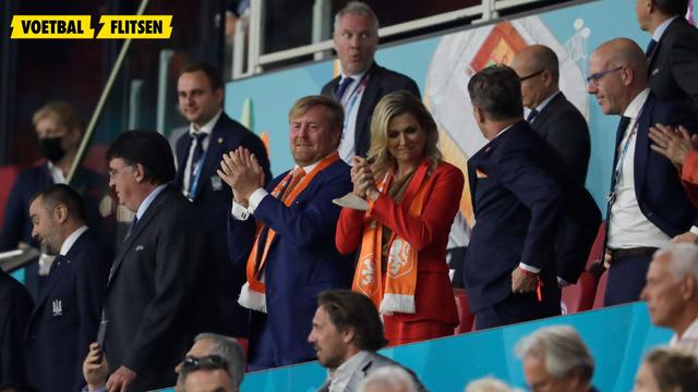 Koning Willem-Alexander en Maxima op de tribune bij Nederlands Elftal (foto's)