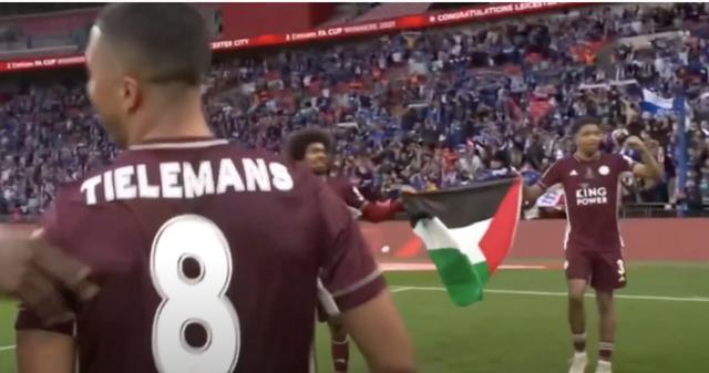 Fofana en Choudhury tonen vlag van Palestina (zie reactie Zahavi onder)