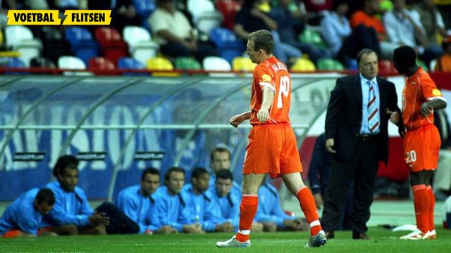 De Wissel van Dick Advocaat; Arjen Robben moet eruit bij een 2-1 voorsprong tegen Tsjechie, foto